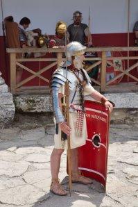 Roman_legionaire_with_manica_01